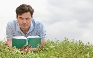 okusan seversin kitap okuyan adam