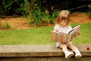 okusan seversin kitap okuyan kiz